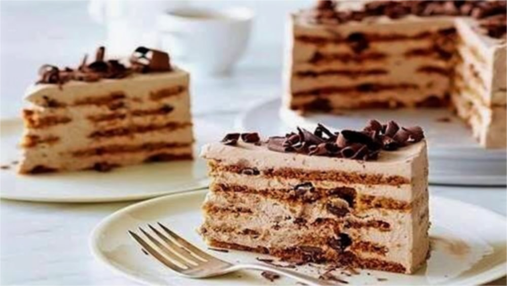 Choose Patisserie Royale Adelaide to supply your desserts, cake and gateaux